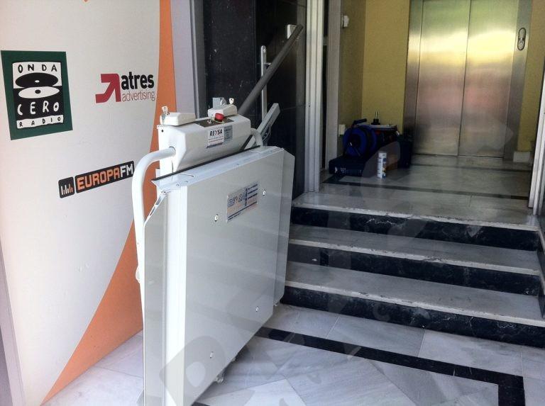 Plataforma elevadora salvaescaleras para minusvalidos